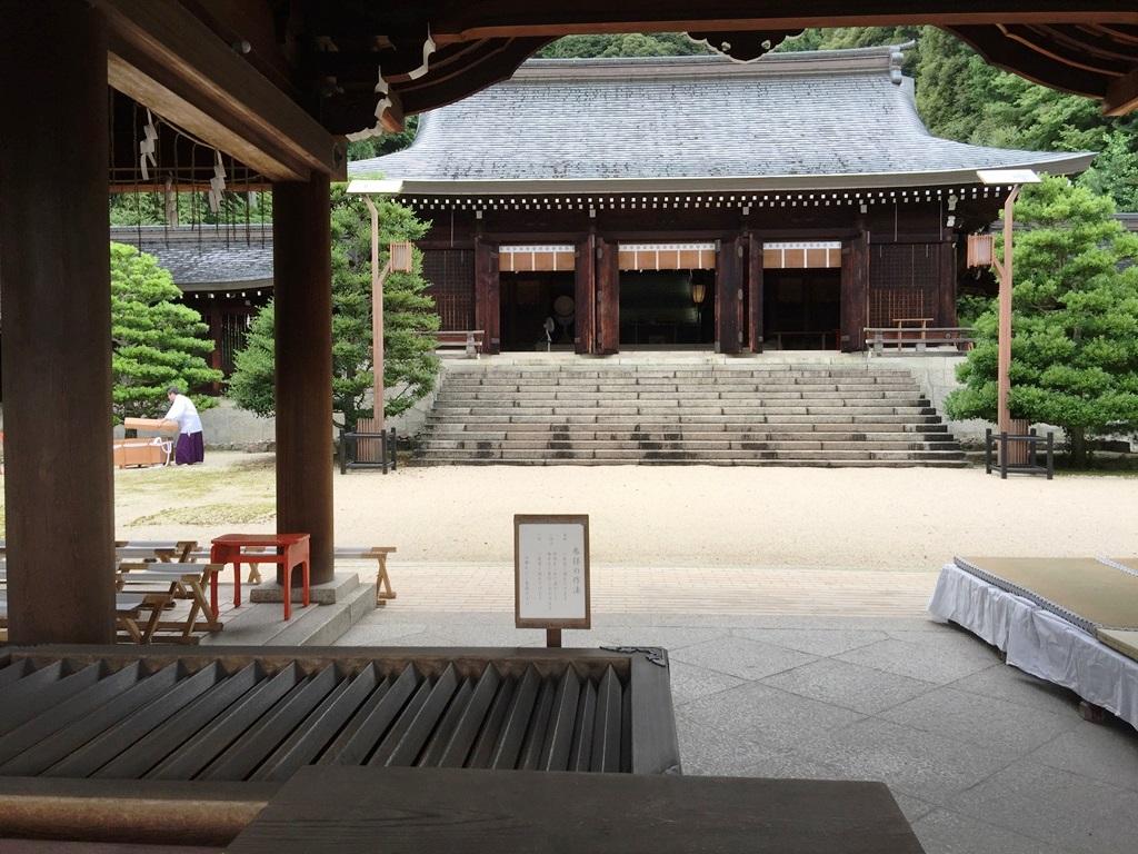 近江神宮 ちはやふる かるた 舞台 ロケ 朱印 近江神宮「外拝殿」 正面に見えるのが祭典や祈祷の